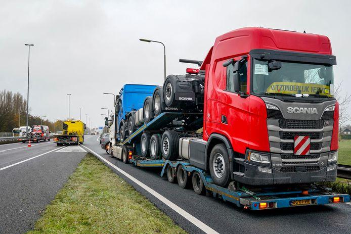 De auto wilde vrachtwagens inhalen, maar dat liep fout af