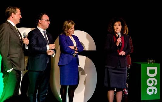 (VLNR) Alexander Pechtold, Wouter Koolmees, Pia Dijkstra, Ingrid van Engelshoven en Stientje van Veldhoven tijdens de presentatie voor de kandidatenlijst van D66 voor de Tweede Kamerverkiezingen.