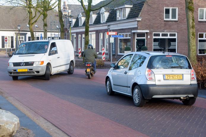 De vernieuwde verkeerssituatie rondom de Markt in Waalre.