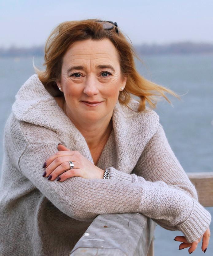 Pauline Joosten (Moerdijk Lokaal): 'Een extra greep uit de kas. We weten zeker dat dit niet verstandig is. Ambitie is goed, maar dit is de overtreffende trap.'