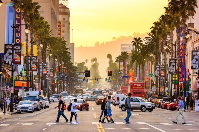Hollywood Boulevard, l'une des plus célèbres avenues du quartier de Hollywood, dans la ville américaine de Los Angeles en Californie.