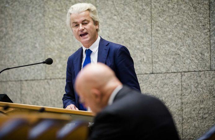 Minister Ferdinand Grapperhaus van Justitie en Veiligheid (CDA) en Geert Wilders (PVV) tijdens het wekelijks vragenuur in de Tweede Kamer