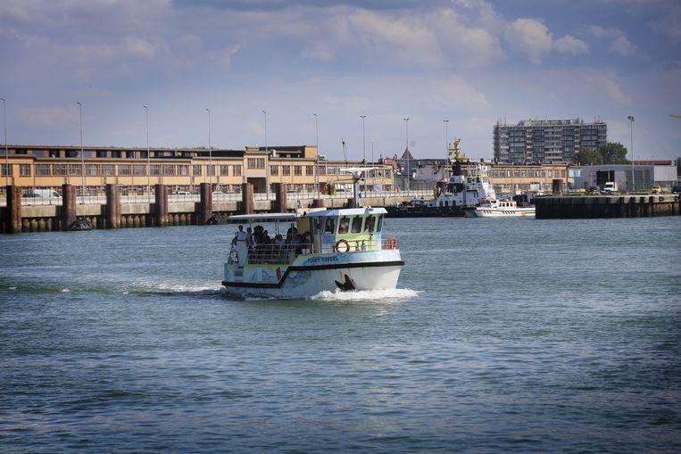 De veerboot vaart opnieuw tussen de Visserskaai en de Oosteroever.