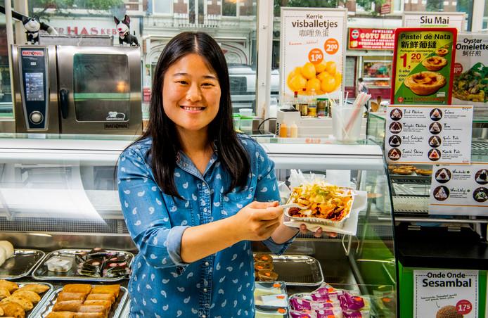 Bij de Aziatische supermarkt Amazing Oriental aan de West-Kruiskade verkopen ze voor zes euro een Koreaanse kapsalon. Bedacht door Li Ying Hu, de 28-jarige winkelmanager.