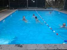 Buitenzwembad in Dronten weer open tijdens lockdown: vanuit hele regio interesse van zwemmers