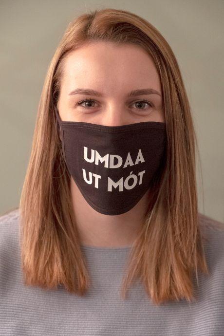 Groesbeekse mondkapjes van Jessie zijn niet aan te slepen: 'Umdaa ut mot' of 'ge stot te dichtbij!'