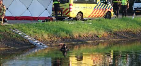 Auto te water in Wilhelminadorp, inzittende gereanimeerd