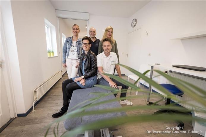 Vlnr boven: Mascha Leferink, Gijs Broekhuis en Cindy Schutte. Onder: Nathalie Reulink en Sjoerd Sengers.