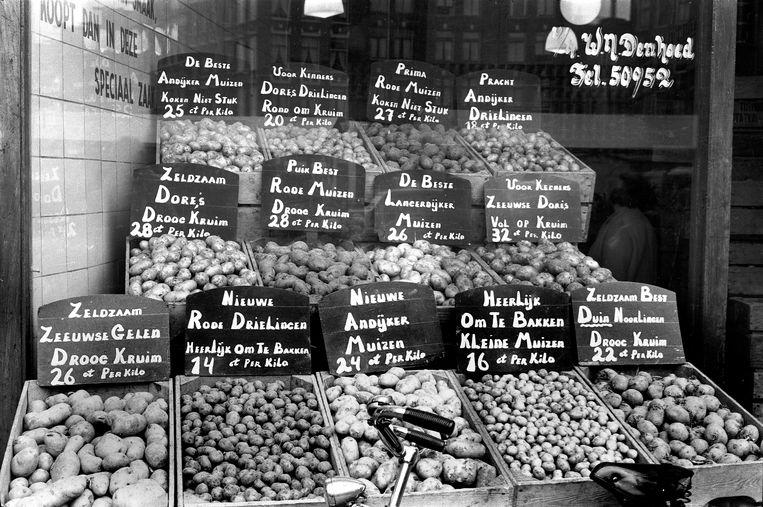 De Dappermarkt in Amsterdam, 1957. Beeld Eddy Posthuma de Boer