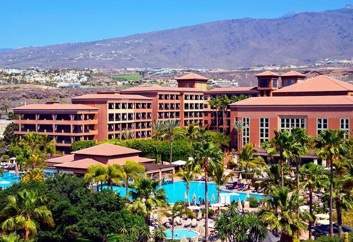 Zo'n 1000 mensen zitten vast in het H10-hotel in Adeje, op vakantie-eiland Tenerife.