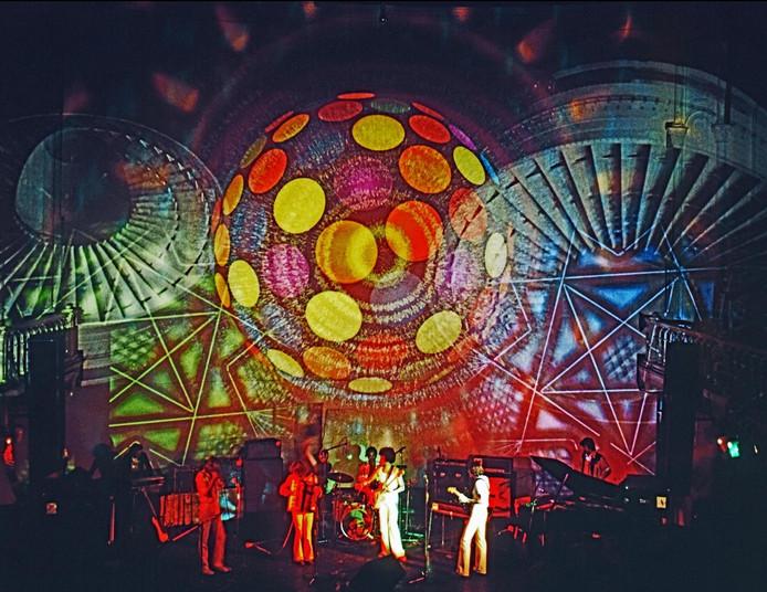 Lichtshow van Adri Hazevoet in Paradiso, circa 1970.