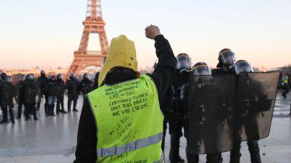 Duizenden Franse gele hesjes voor het vijftiende weekend op rij weer de straat op