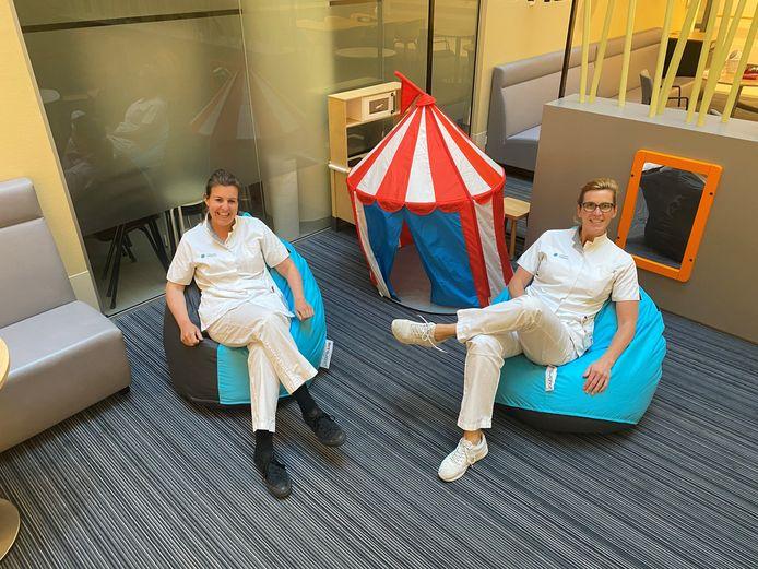 De kinderafdeling van het Catharina Ziekenhuis in Eindhoven was blij met de geschonken zitzakken.