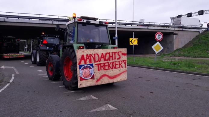 Creatieve borden van protesterende boeren in De Bilt.