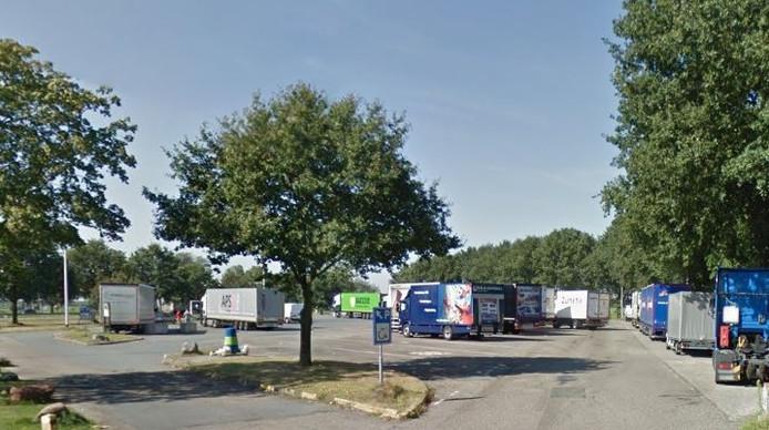 Parkeerplaats bij wegrestaurant Van der Valk langs de A58.