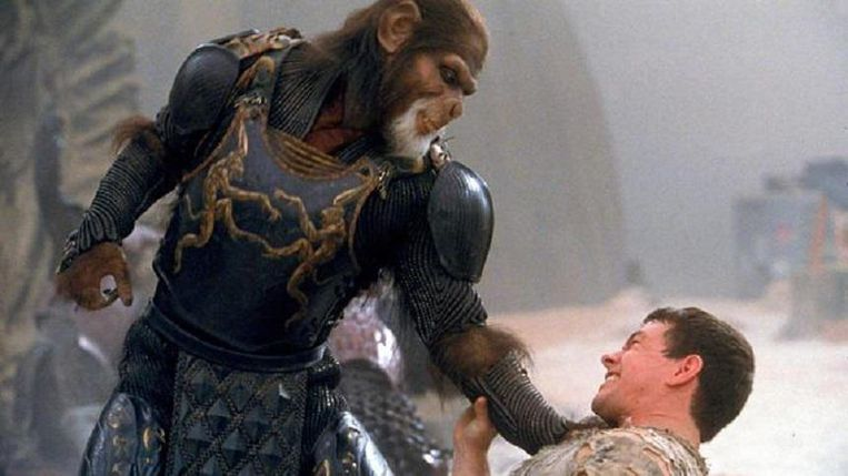 Mark Wahlberg (rechts) en Tim Roth in Planet of the Apes. Beeld