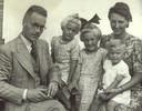 Izak en zijn echtgenote Wimmie met hun dochters Risje, Frieda en Irene. Zijn vierde kind zou na zijn dood geboren worden.
