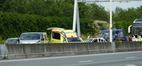 Meerdere voertuigen botsen op A28 bij Amersfoort