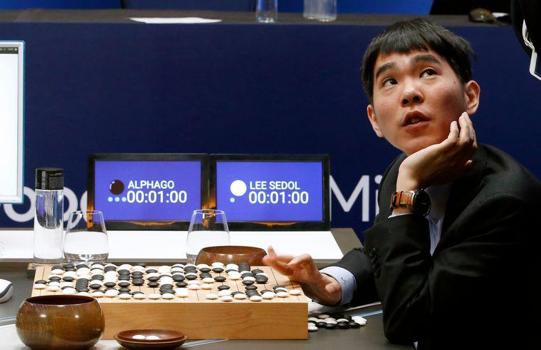 De Zuid-Koreaanse go-speler Lee Sedol nadat hij vorig jaar van een go-computer verloor. Beeld AP