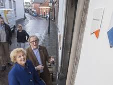 Historisch Oldenzaals gebouw ontvangt eerste monumentale schildje