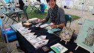 Karin toont haar kunstwerken in pyrografie
