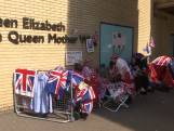 Britse koningshuisfans wachten al voor ziekenhuis