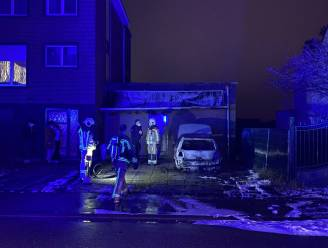 Wagen uitgebrand in Aartselaar: vermoedens van brandstichting