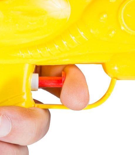 Veel afmeldingen: wereldrecord waterpistolengevecht in Den Bosch afgelast