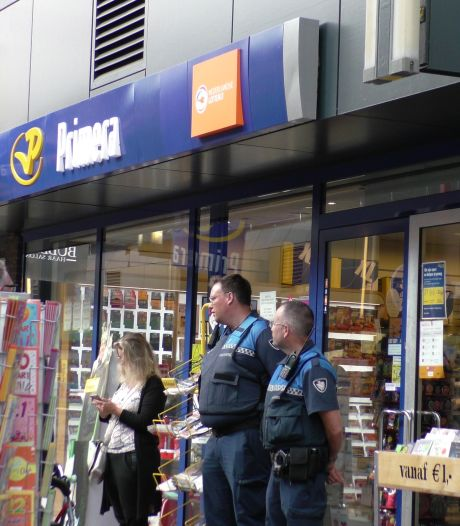 Man met mondkapje pleegt overval op Primera in winkelcentrum Lelystad