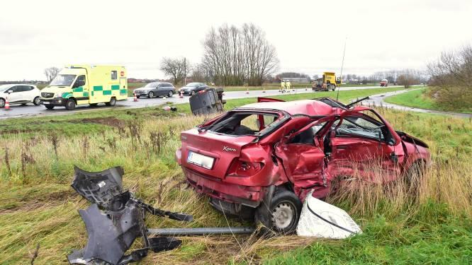Wéér zware klap op berucht kruispunt langs N58: automobilist (39) zwaargewond