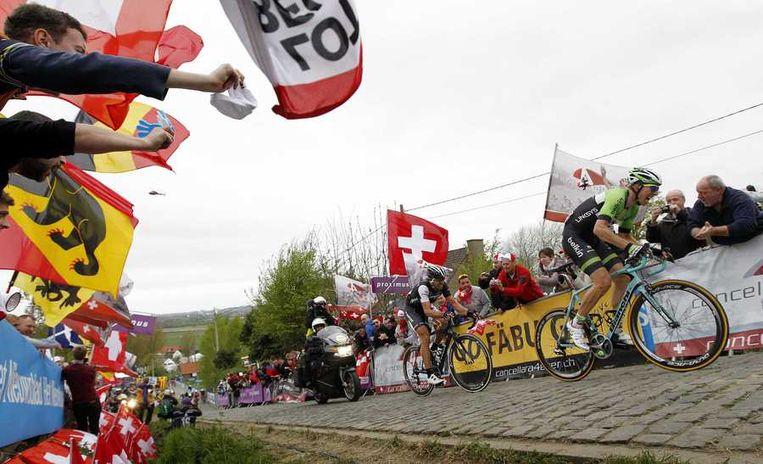 Fabian Cancellara (L) en Sep Vanmarcke (R) in actie tijdens de Ronde van Vlaanderen. Beeld anp