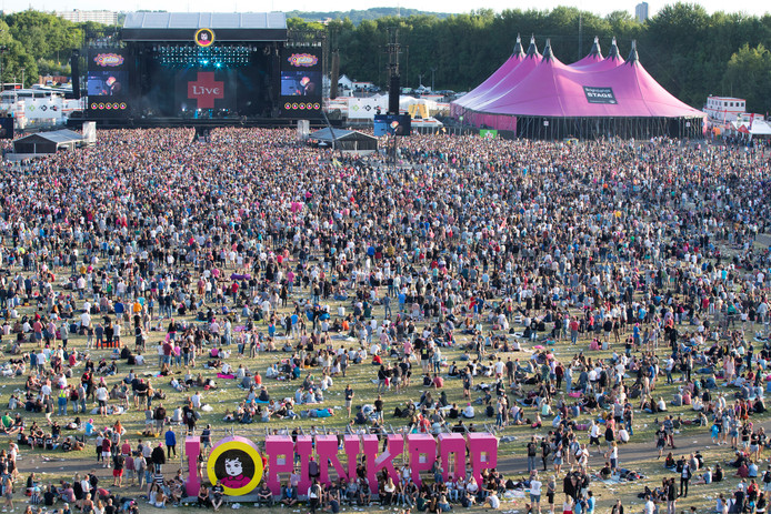 2017-06-05 20:17:09 LANDGRAAF - Festivalgangers op de laatste dag van muziekfestival Pinkpop. ANP KIPPA MARCEL VAN HOORN