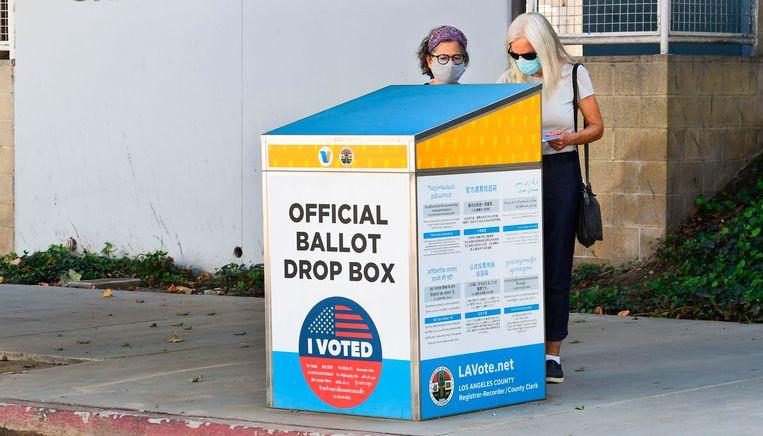 Een officiële stembus in Los Angeles. Beeld AFP