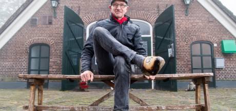 Siem (64) uit Hardenberg loopt al zijn hele leven op klompen, en wil ook niet anders: 'Ze gaan mee de kist in'