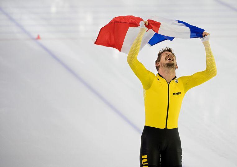 Op zijn oude dag schaatst De Vries als een jonge god