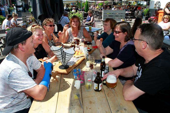 HapStap festivals zijn populair. Als er maar genoeg te eten en drinken valt, zoals hier in Roosendaal.