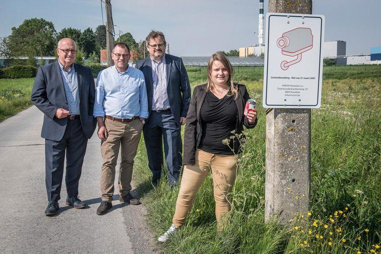 Erik Verbeure (ondervoorzitter), schepen Henk Kindt, Koen Van Overberghe (directeur Mirom) en Berdieke Ooms (hoofd Openbare Netheid).