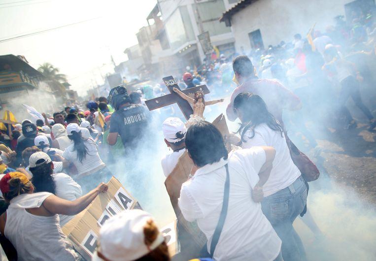 Demonstranten clashen met militairen
