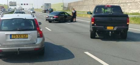 Ongeluk met vrachtwagen en drie auto's op A2 bij Den Bosch, acht kilometer file