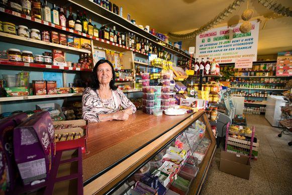 Rooske is 80 jaar, staat 60 jaar in haar winkel en is 60 jaar getrouwd.