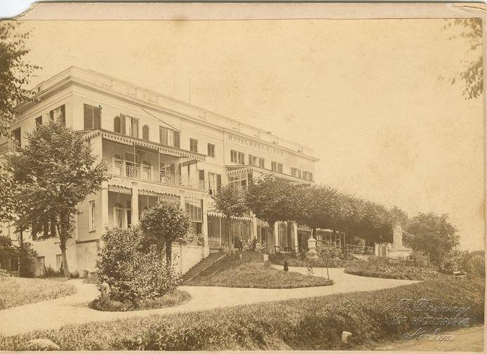 Hotel Bellevue aan de Utrechtseweg in 1902. De naam was natuurlijk gekozen vanwege het prachtige uitzicht dat men had vanuit het hotel op de Rijn en de uiterwaarden.
