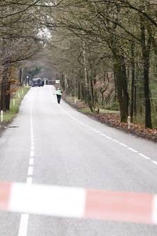 Groot politieonderzoek na aantreffen dode vrouw in bos Hattem