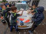 Jongens wassen auto's om geld op te halen voor ziek klasgenootje Ksenia