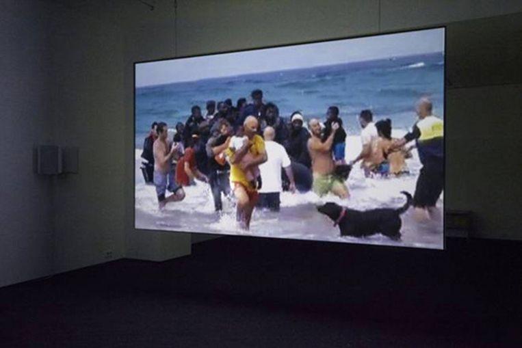 Sander Breure en Witte van Hulzen: The Shores of an Island I Only Skirted, twee-kanaals HD-video, dubbelzijdige projectie, 14 minuten, 2012. Beeld -