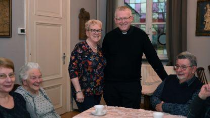 Jarige pastoor Penne (48) trakteert parochianen in Holsbeek