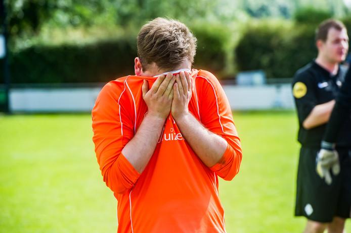 Tranen bij WDS'19. De 100-jarige club was dicht bij promotie. Na drie seizoenen keert de club niet terug in de derde klasse.