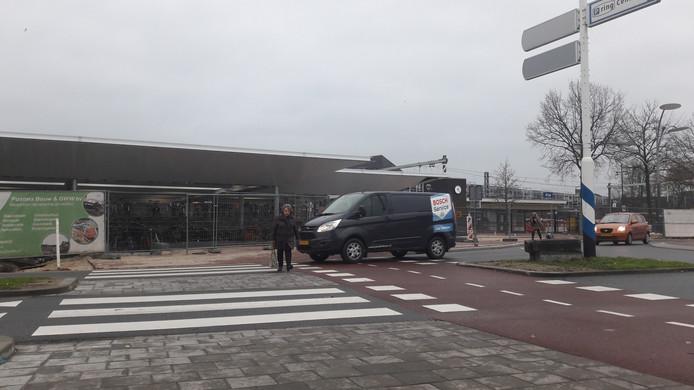 De oversteekplaats bij de nieuwe fietsenstalling bij station Wijchen.