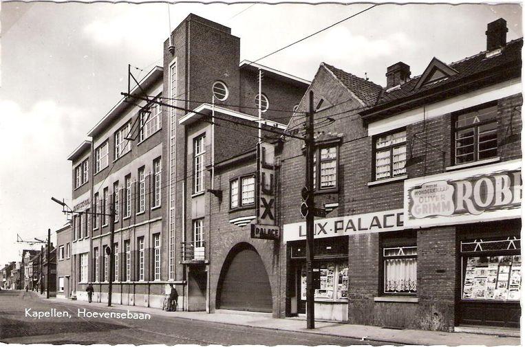 De bekende cinemazaal LUX, hier in 1958, was jarenlang een trekpleister op de Hoevensebaan.