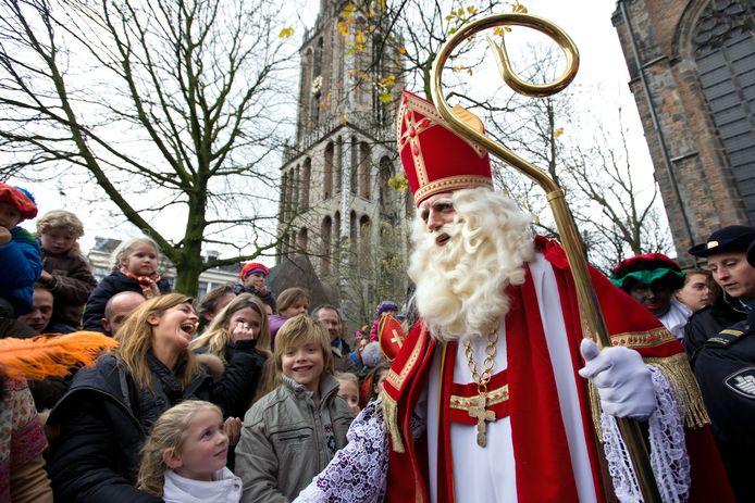 Sinterklaas op het Domplein, zoals het vroeger was. Dit jaar is er een feest in estafettevorm. in veel andere plekken is er überhaupt geen intocht.