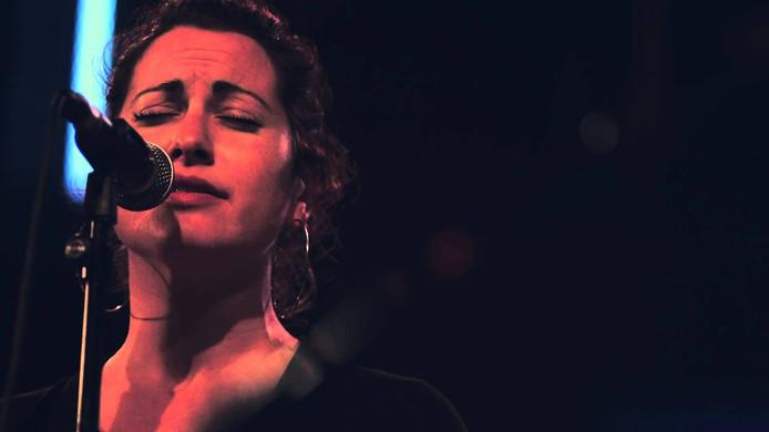 Jazz en wereldmuziekzangeres Nadia Basurto is te gast bij Sunday Jazz.